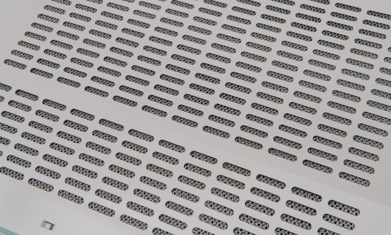 Aluminiowy filtr przeciwtłuszczowy w Amica OSC5112W