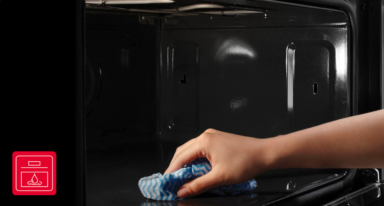 piekarnik Amica EB621WA+IN posiada system czyszczenia aqualytic