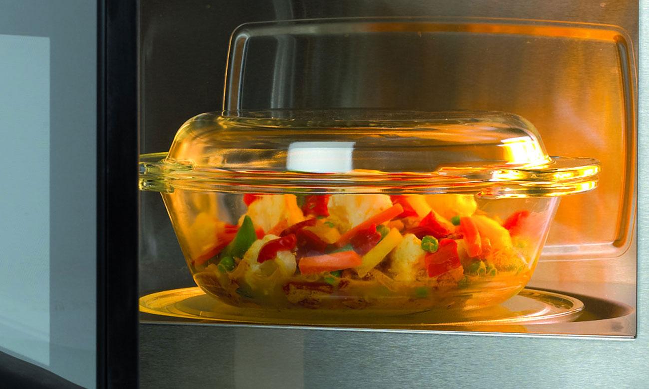 Chłodna obudowa w kuchence mikrofalowej Haier HGN-2070MS
