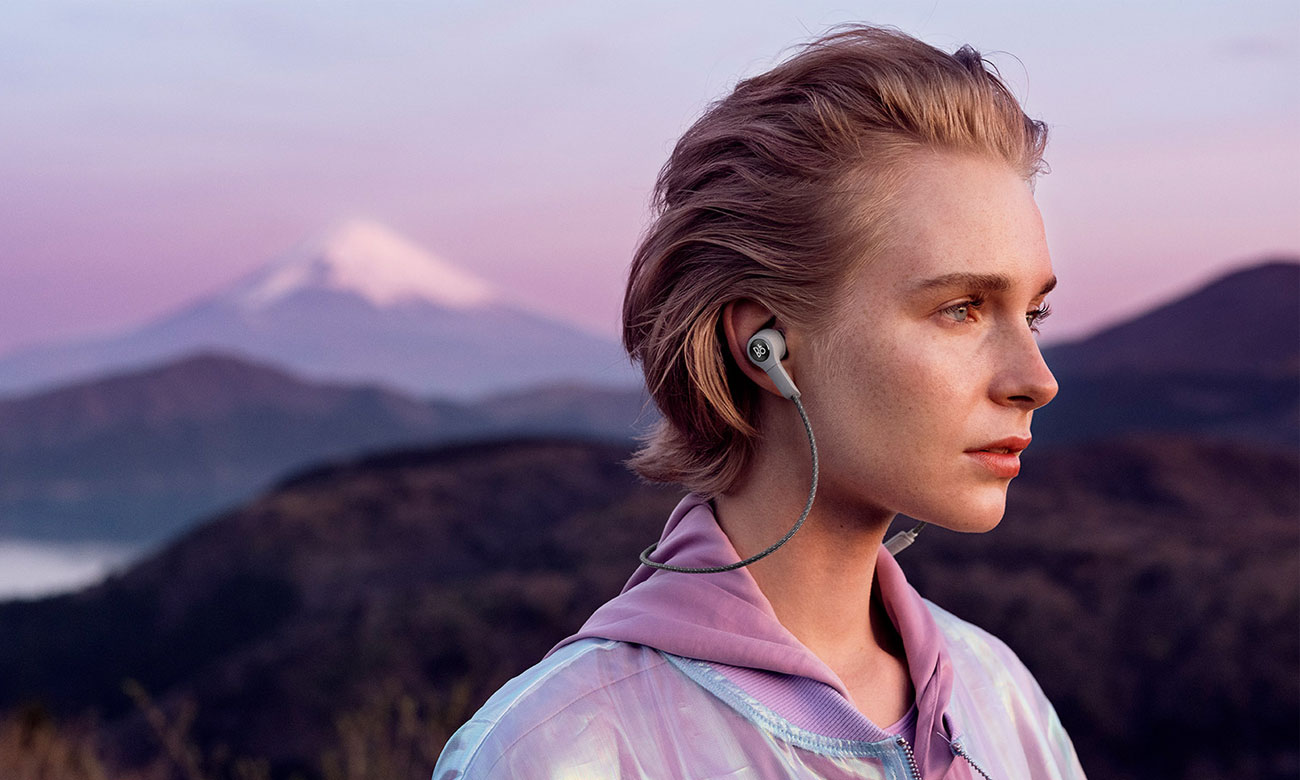Czarne sportowe słuchawki bezprzewodowe Bang Olufsen BEOPLAY H5
