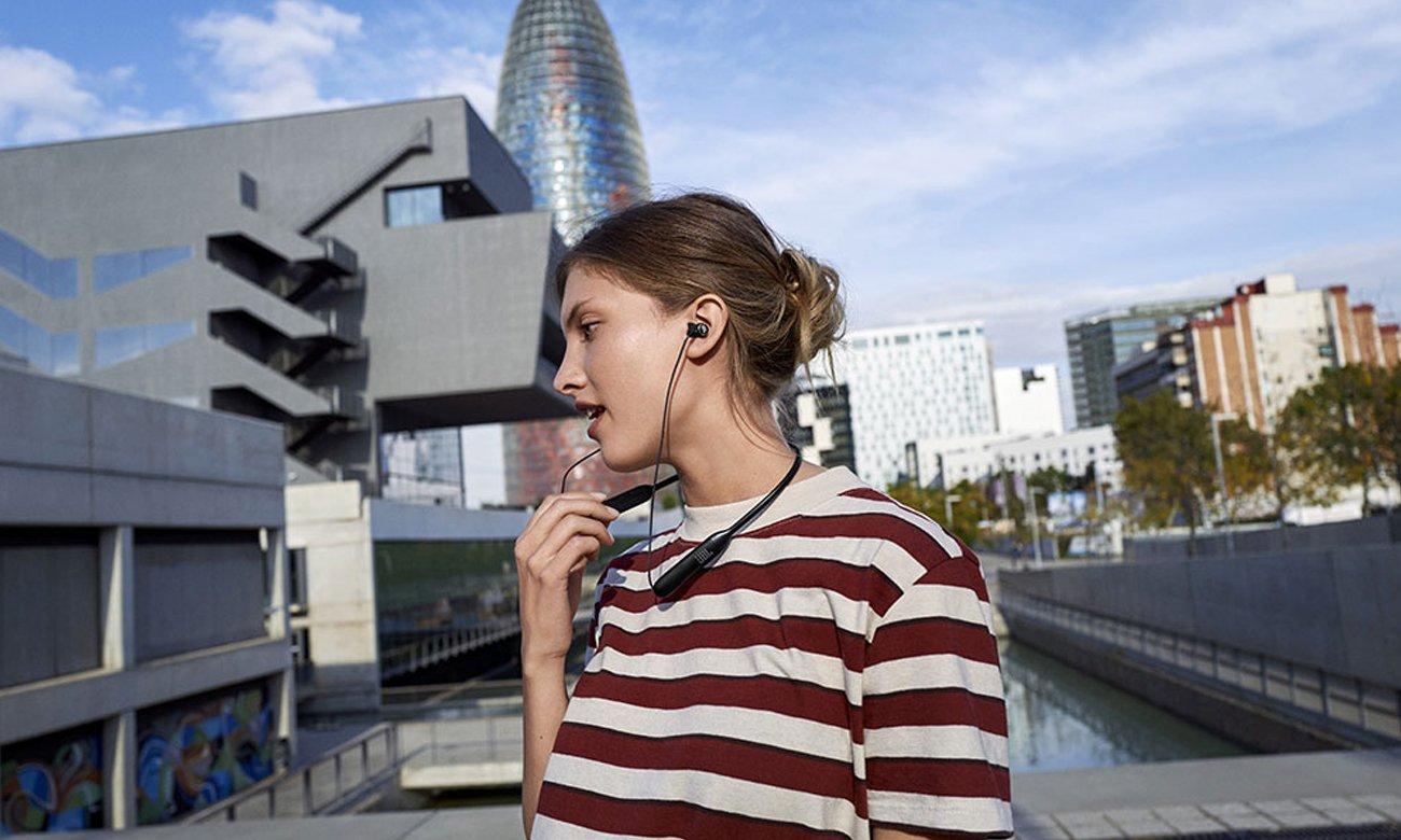 Wielofunkcyjne słuchawki dokanałowe JBL LIVE 220BT