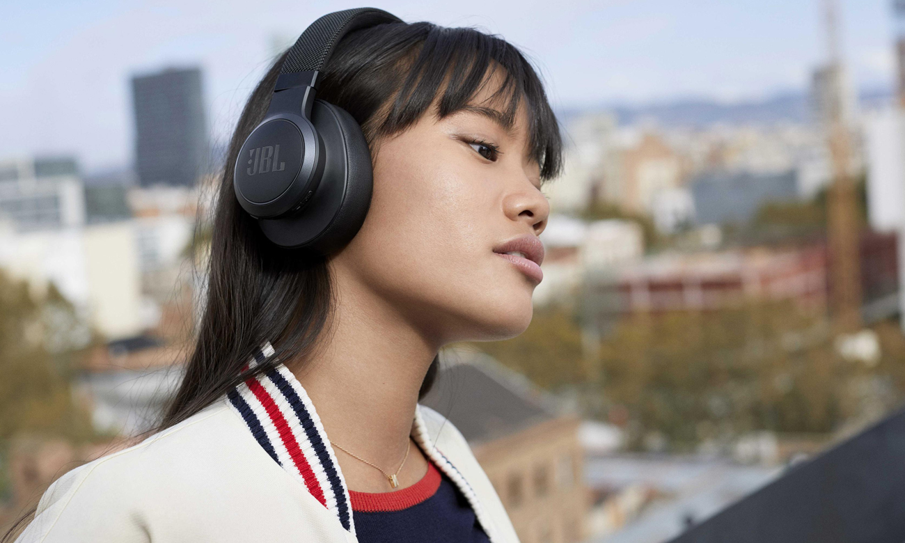 Wielofunkcyjne słuchawki wokółuszne JBL LIVE 500BT