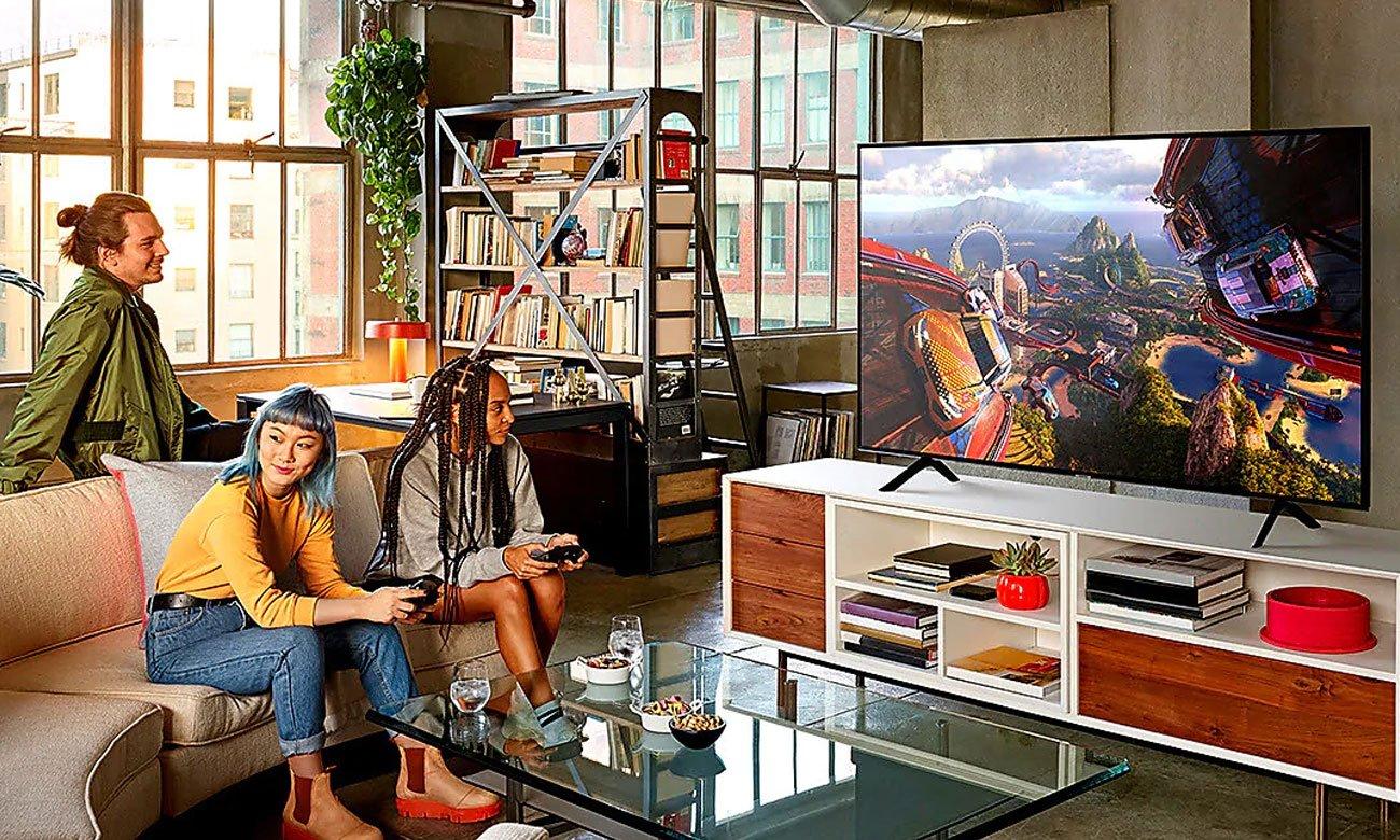 Telewizor QLED z współpracujący z asystentem głosowym i sprzętem Apple