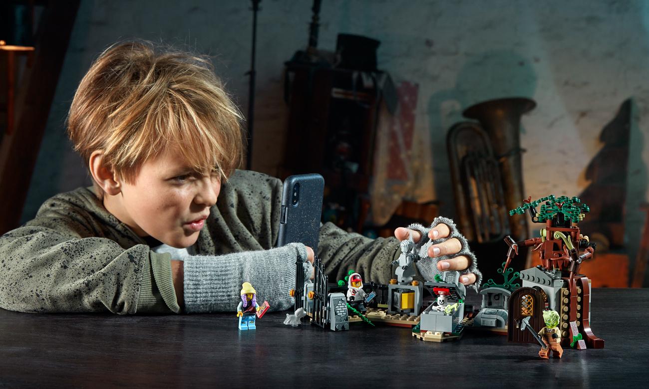 LEGO® Hidden Side™ Tajemnicze cmentarzysko 70420