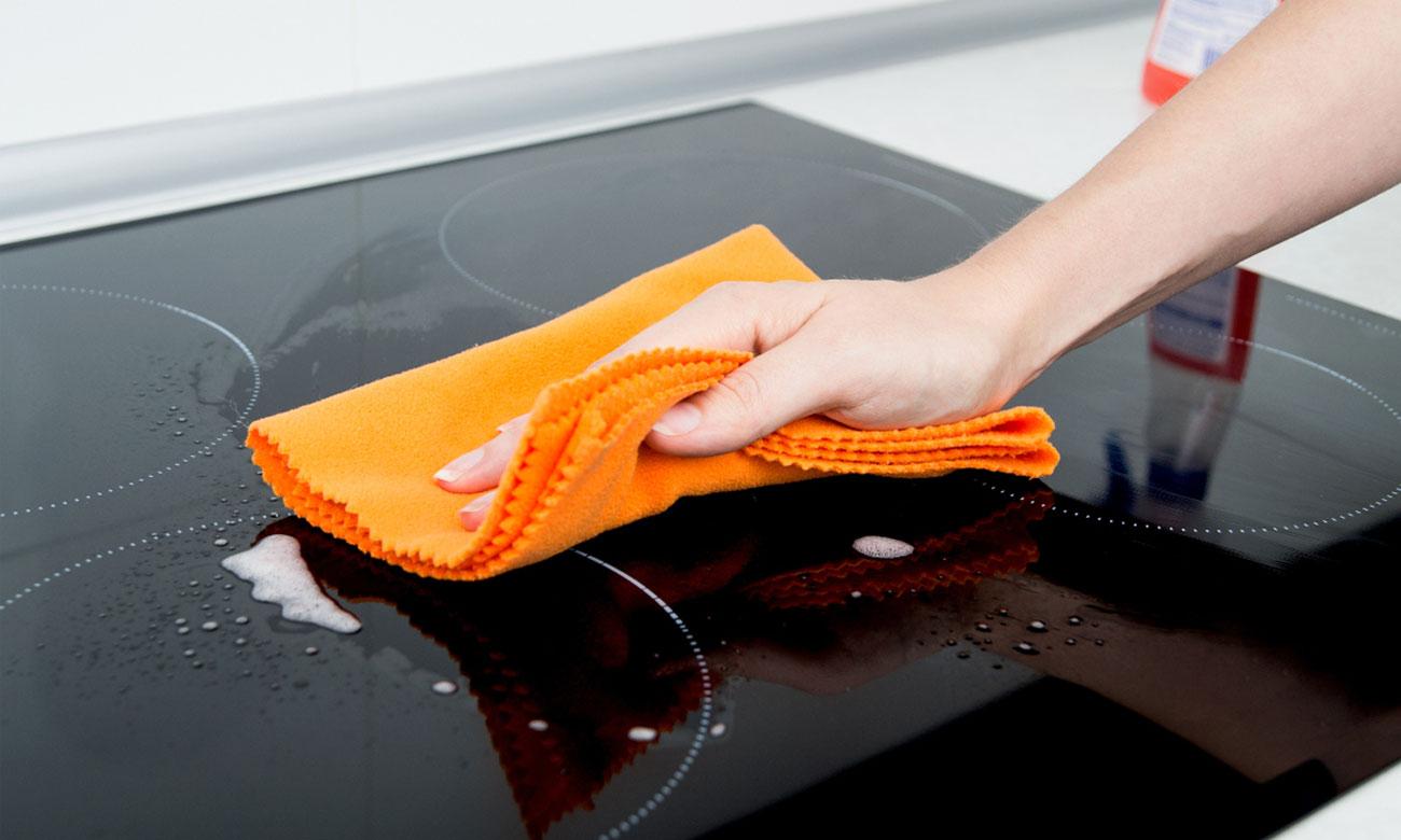 Szybkie i łatwe czyszczenie w Beko HII64401AT