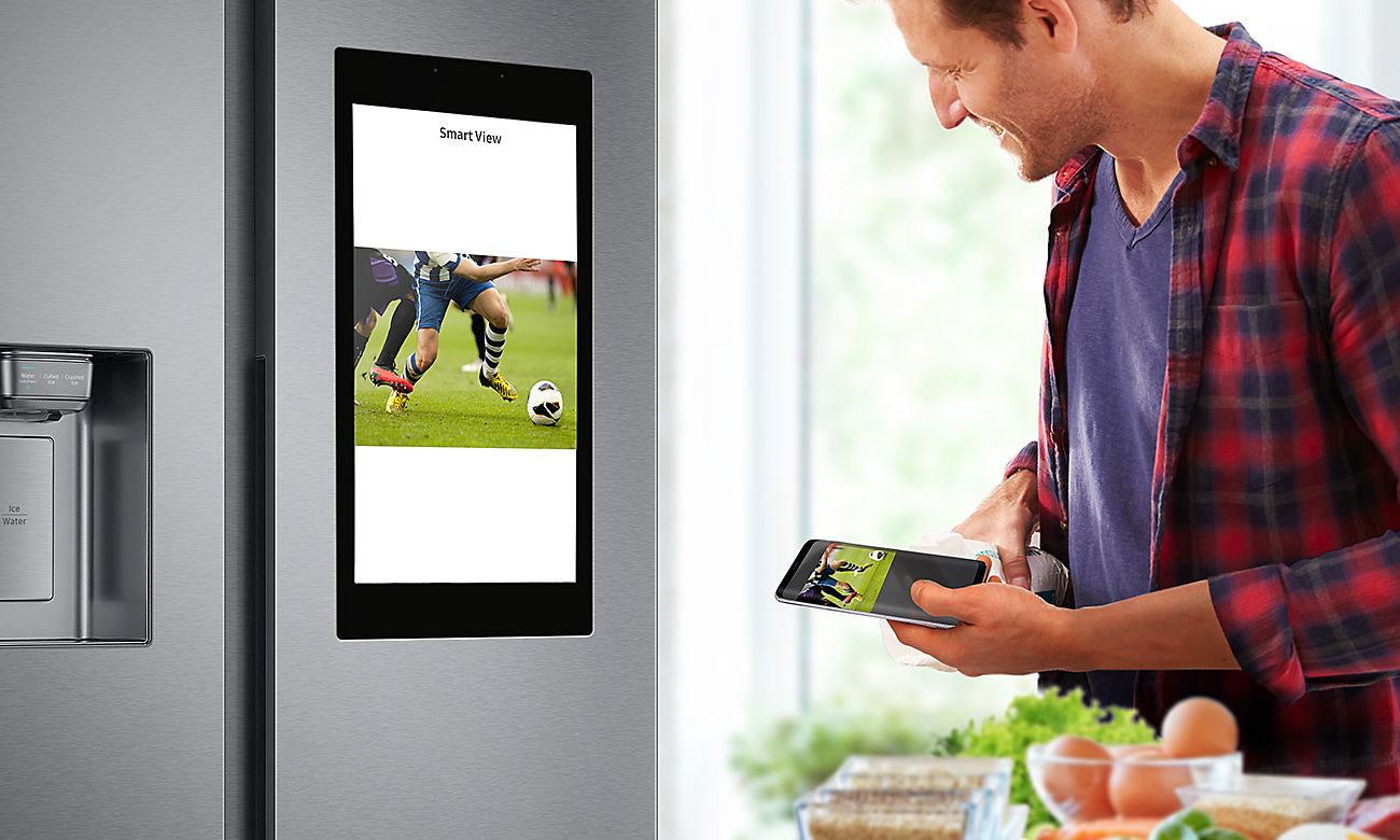 Rozrywka, dzięki funkcji Smart View w lodówce Samsung RS68N8941SL