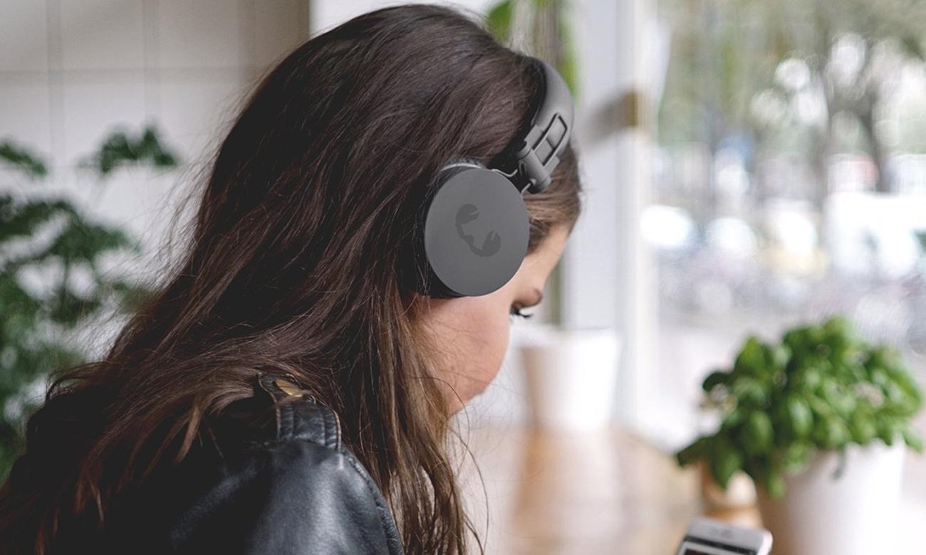 Zamknięta konsktrukcja słuchawek nausznych Fresh 'n Rebel Caps