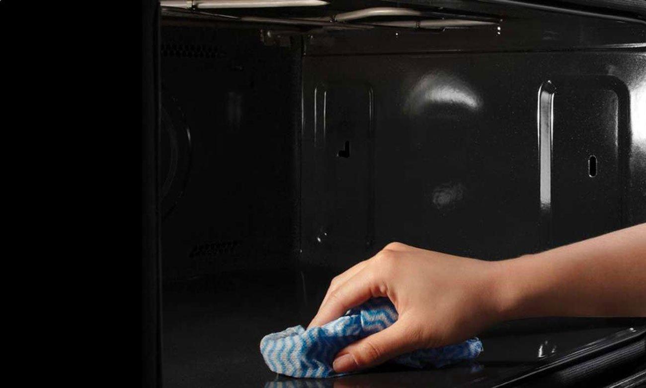 Czyste wnętrze piekarnika, dzięki czyszczeniu pyrolitycznemu w piekarniku Candy FCPK626XL
