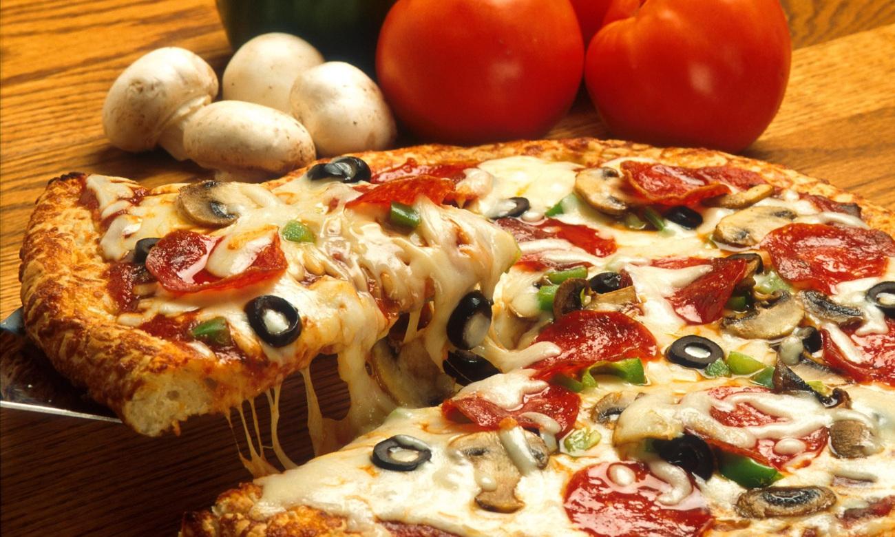 pizza zrobiona w kuchence mikrofalowej Amica AMG17M70V