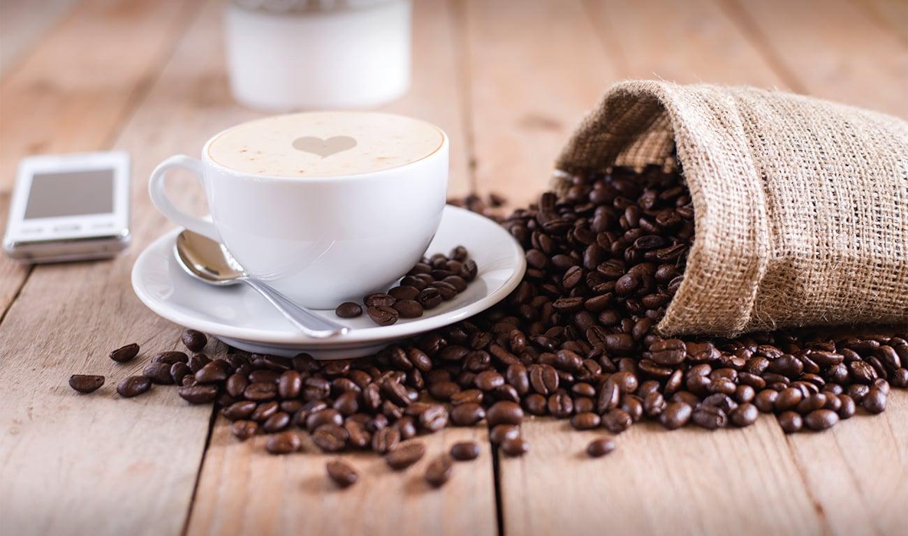 Ekspres do kawy Amica Espris CD 1011 800W biały łatwy w obsłudze pyszna kawa