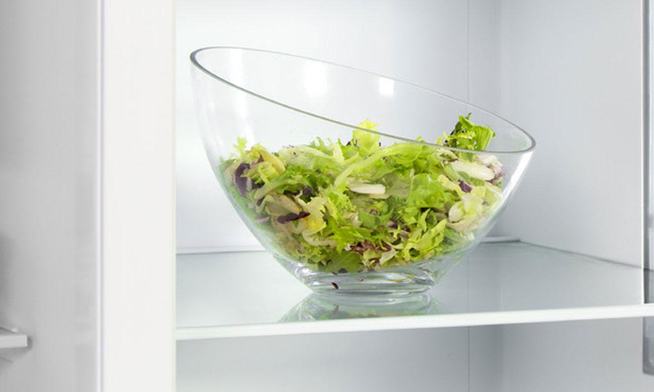 Wytrzymałe szklane półki w lodówce Amica UM130.3