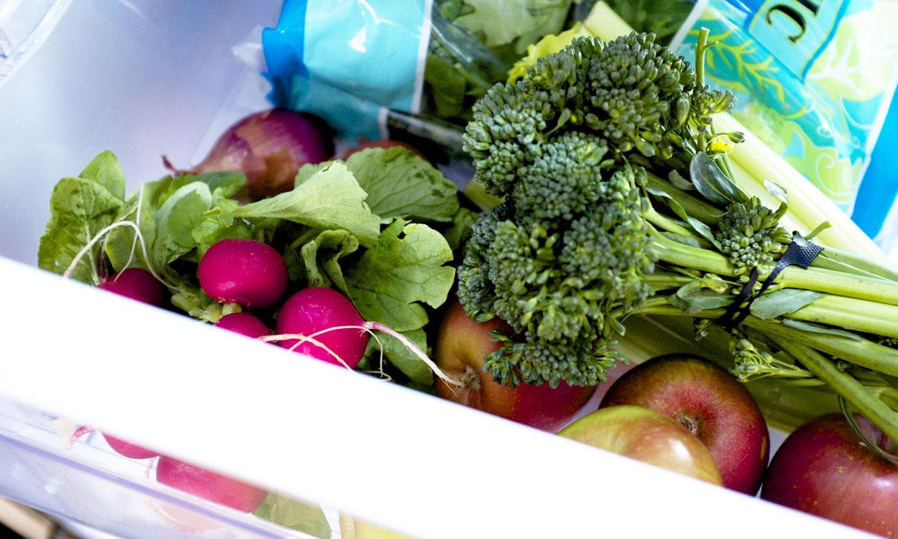 Szuflada na warzywa i owoce w Beko CNA365EC3X