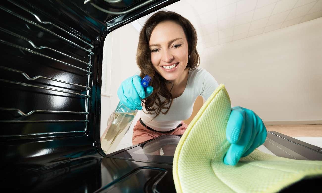 czyszczenie w kuchence Beko FSS57000GW
