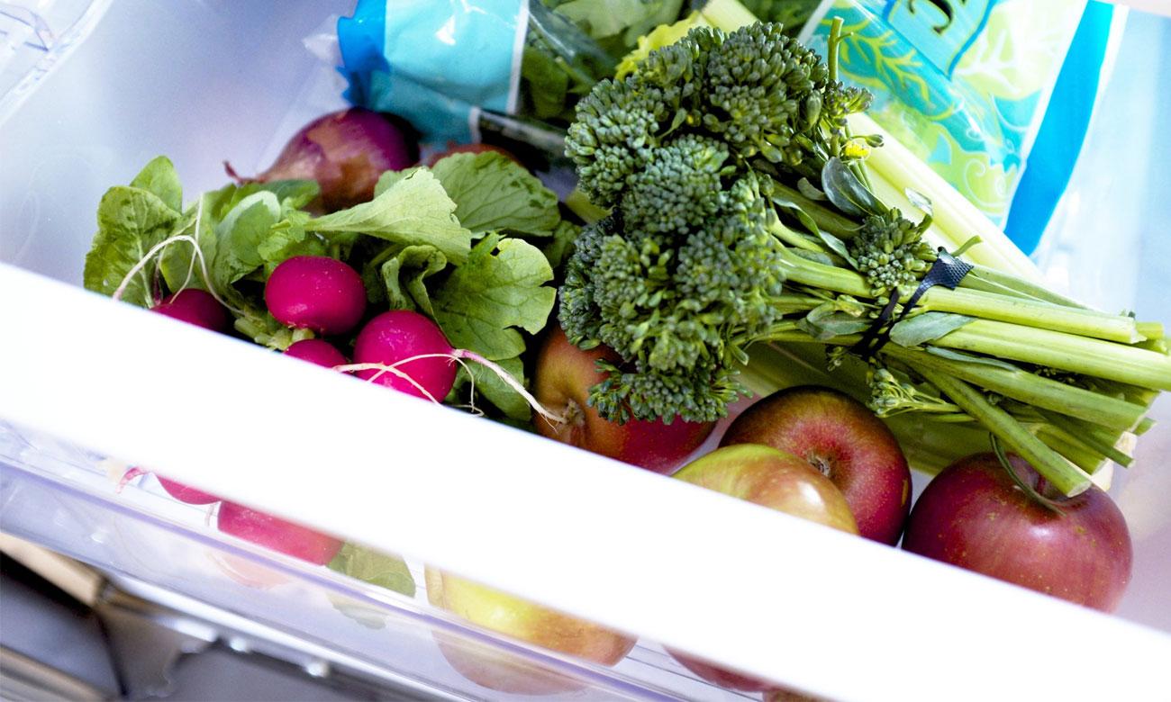 Pojemnik na warzywa i owoce w lodówce Beko RCSA210K20W