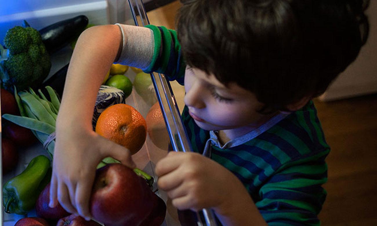 Pojemnik na warzywa i owoce w lodówce Beko RCSA270M21W