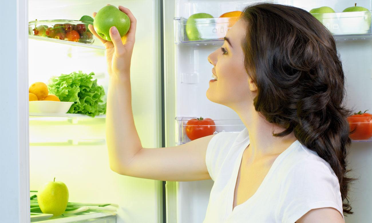 Встроенный холодильник Bosch KIL18V20FF имеет светодиодное освещение