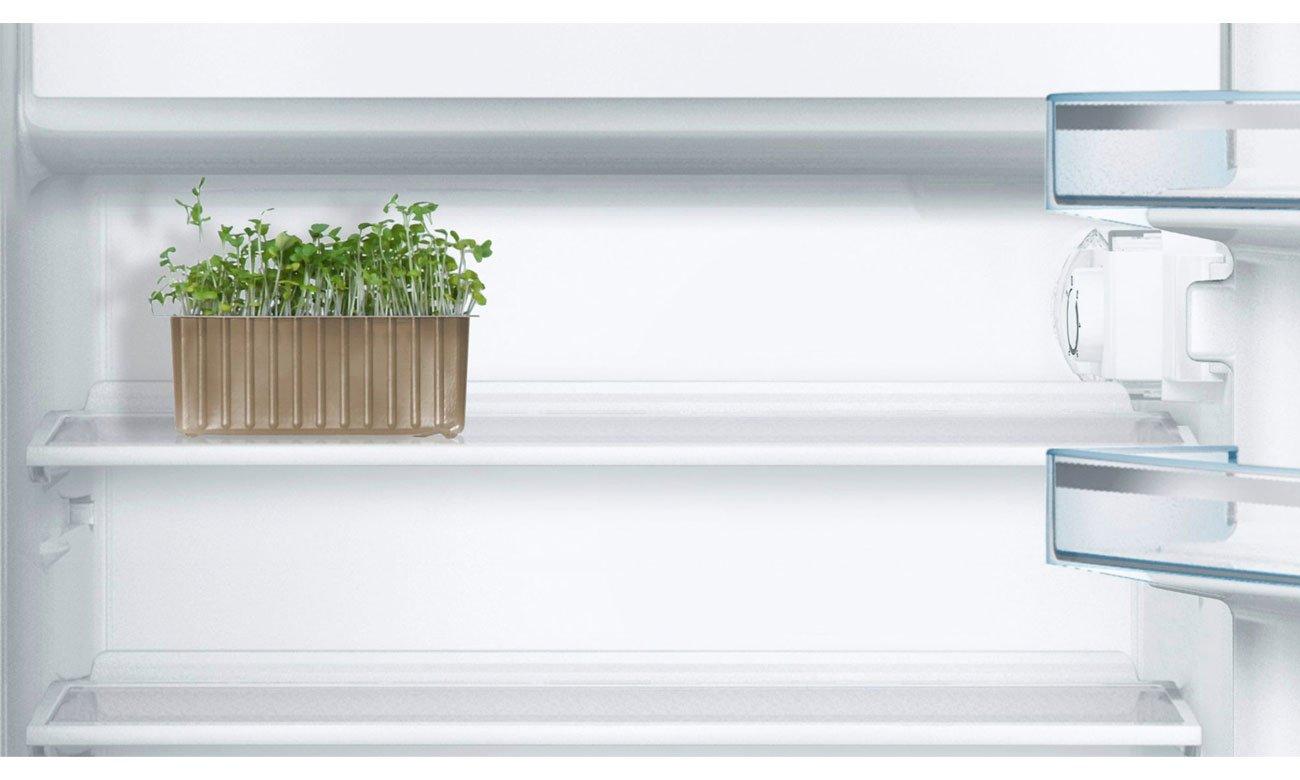 Встраиваемый холодильник Bosch KIL18V20FF имеет стеклянные полки