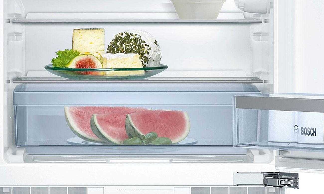 Szuflada MultiBox w Bosch KUL15A65 dłużej utrzymuje świeżość owoców i warzyw