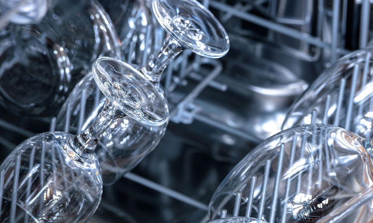 Delikatne zmywanie kieliszków do wina, dzięki technologii ochrony szkła w zmywarce Bosch SPV25CX00E