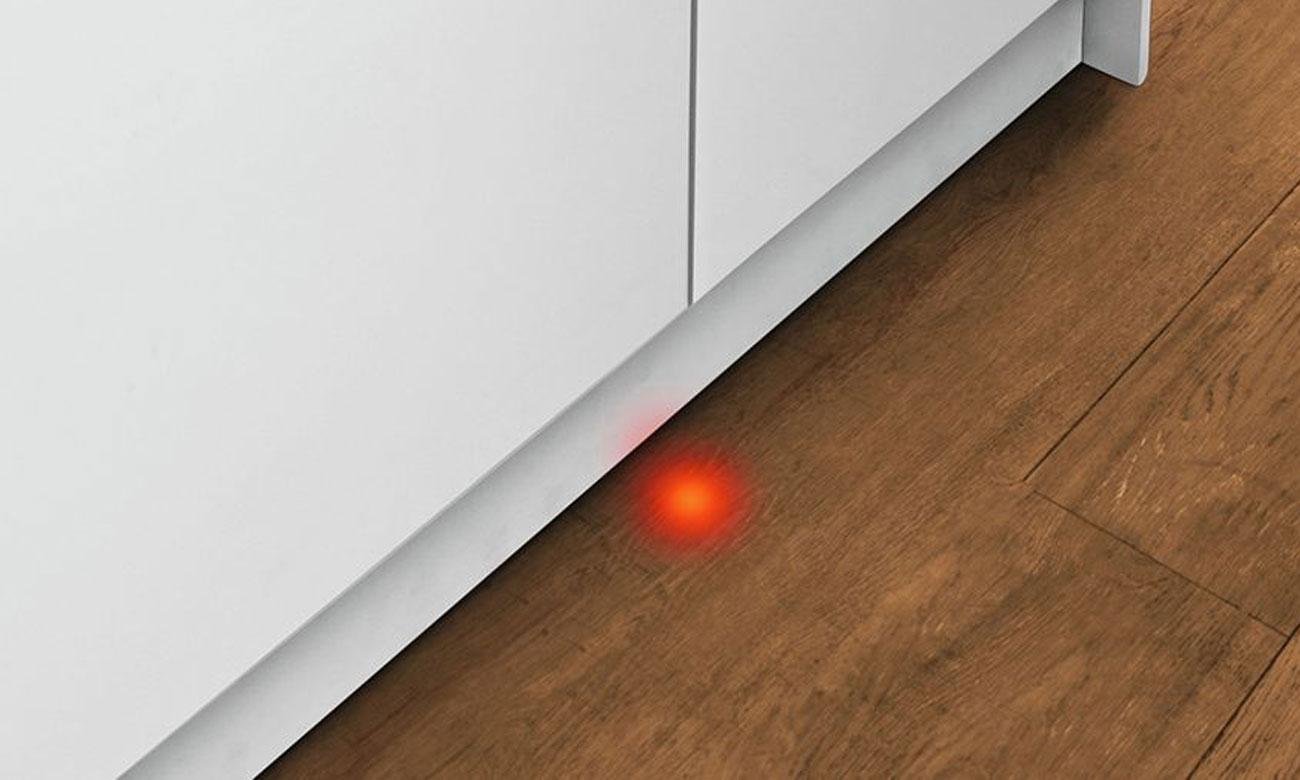 Sygnalizacja aktywności urządzenia, dzięki rozwiązaniu InfoLight w zmywarce do zabudowy Bosch SPV44IX00E