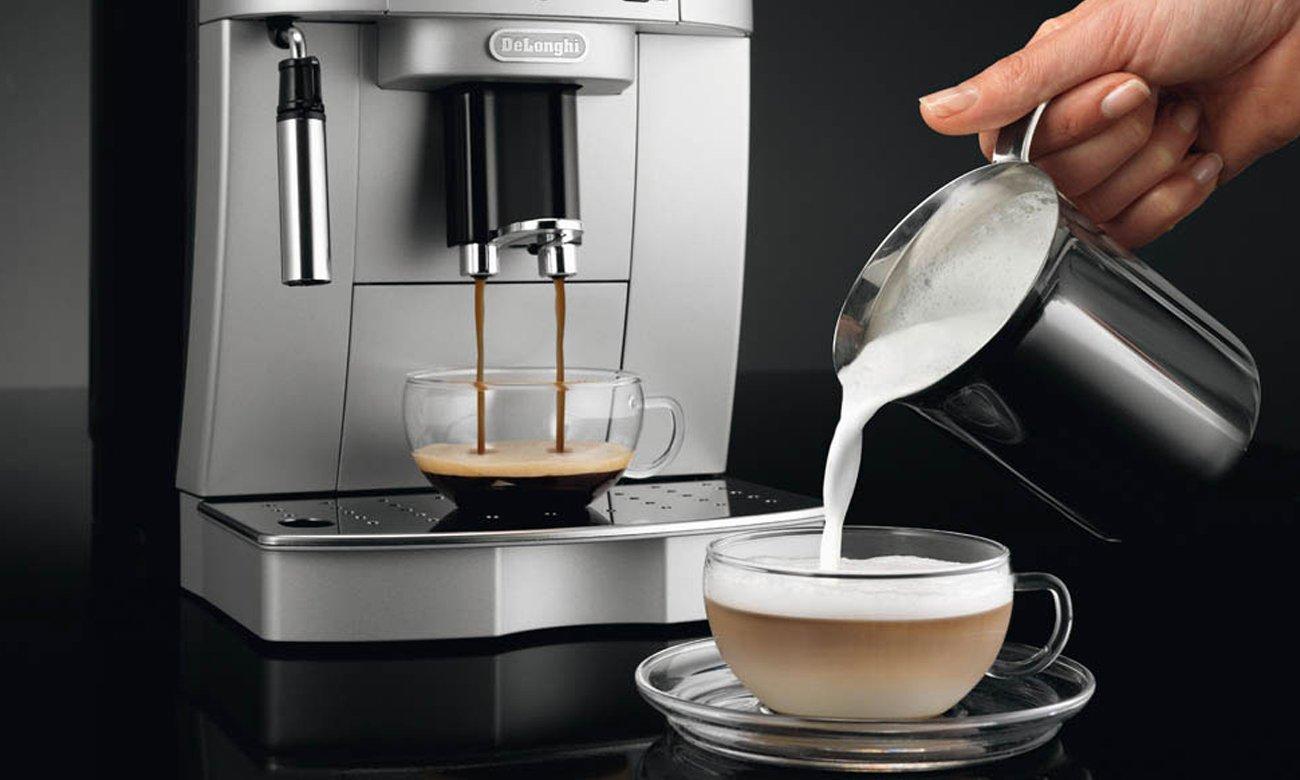 эспрессо-машина с DeLonghi Magnifica ECAM 22.110.SB