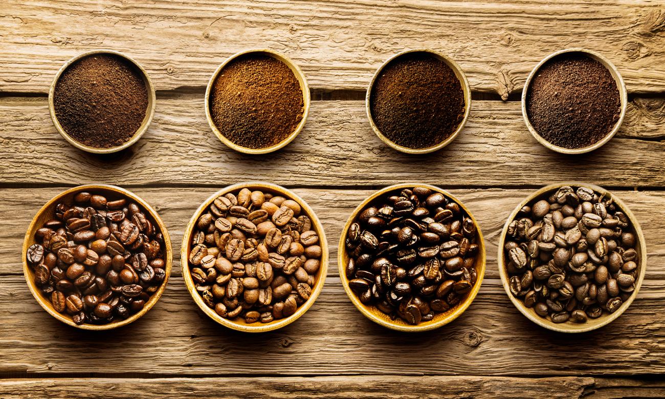 Ekspres do kawy DeLonghi ECAM 23.460.S ma możliwość parzenia kawy ziarnistej i mielonej