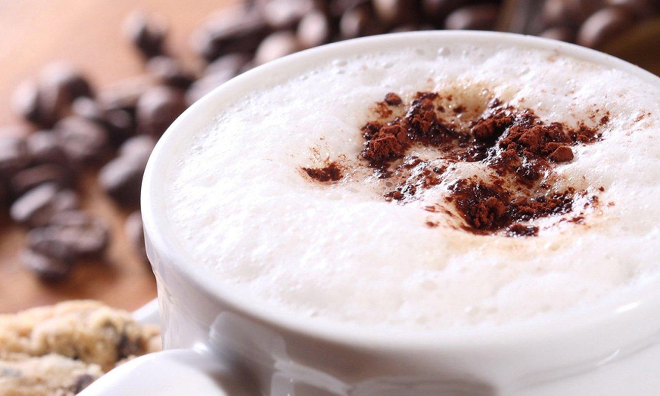 Ekspres do kawy DeLonghi ECAM 353.75.W ma system spieniania mleka LatteCrema