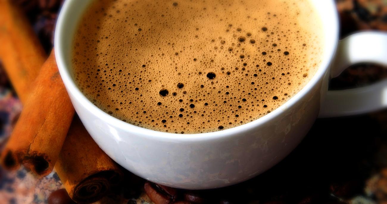 Automatyczny ekspres ciśnieniowy Ekspres do kawy  DeLonghiESAM 4000.B 1350W czarny  ESAM 4000.B