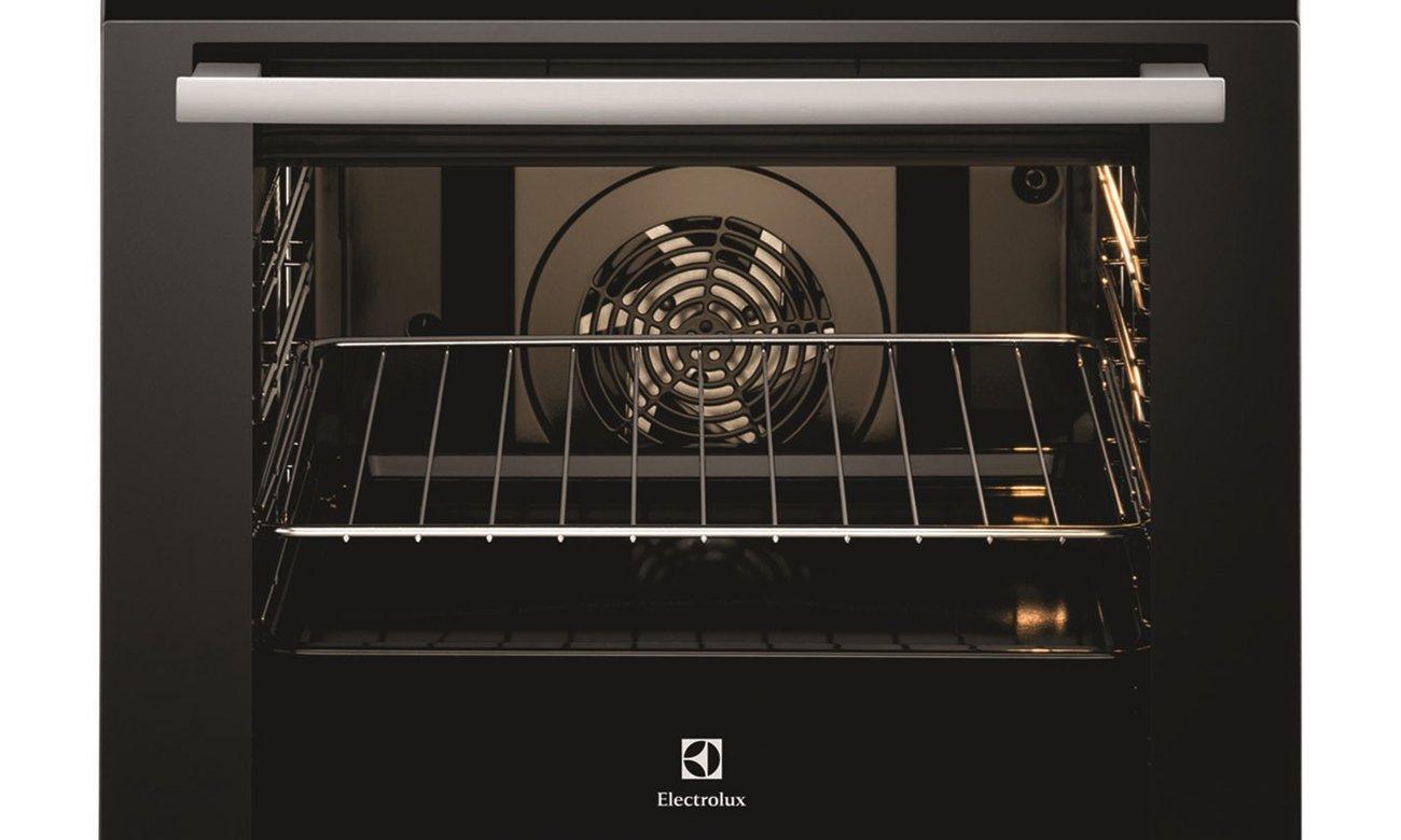 Kuchnia Electrolux EKC6430AOX posiada specjalnie zaprojektowane blachy do pieczenia