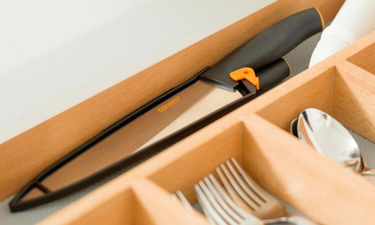 Fiskars Funktional Form Szefa kuchni 20 cm z pokrowcem 1014197