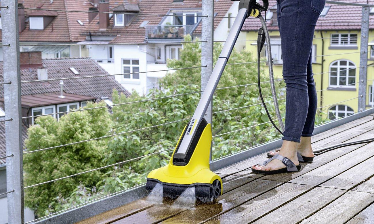 urządzenie do czyszczenia tarasów i patio Karcher PCL ma obracające szczotki