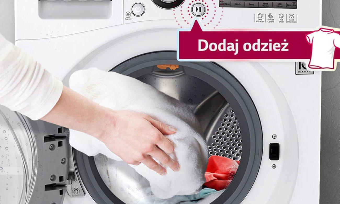 Możliwość dodawania odzieży w trakcie prania w pralce LG F2J5WN3W