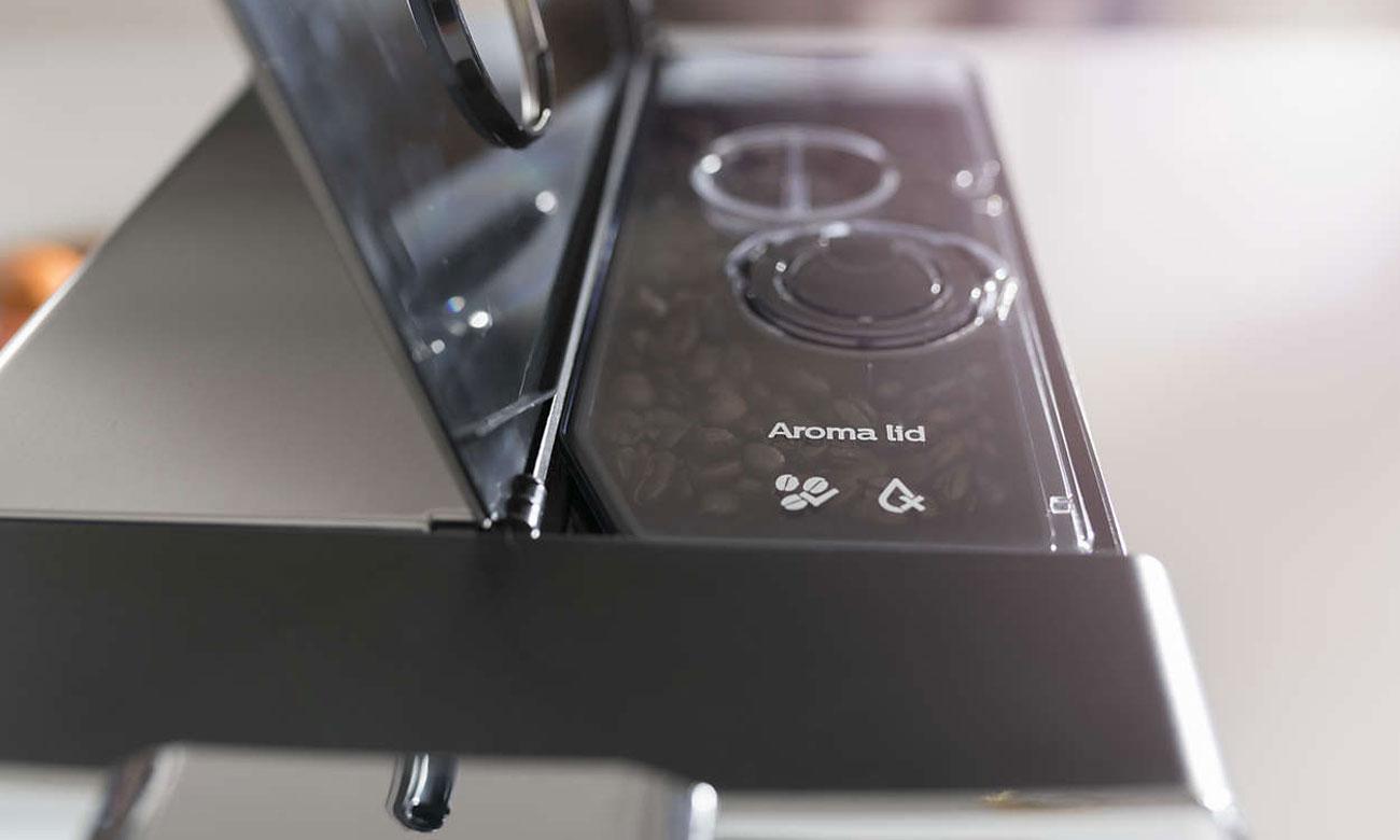Ekspres do kawy Philips EP5340/10 ma szczelny pojemnik na ziarna kawy Aroma