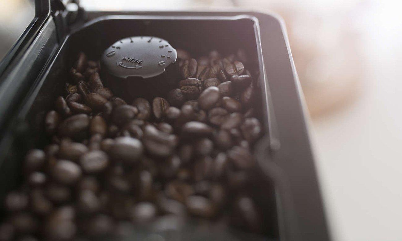 Ekspres do kawy Philips EP5361/10 ma młynek ceramiczny z regulacją