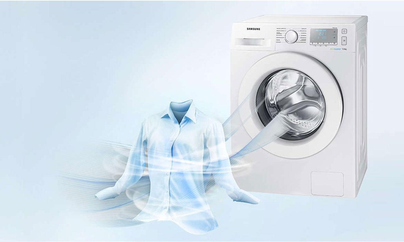 Odświeżanie ubrań, dzięki programowi do szybkiego prania w pralce Samsung WF60F4EEW2W