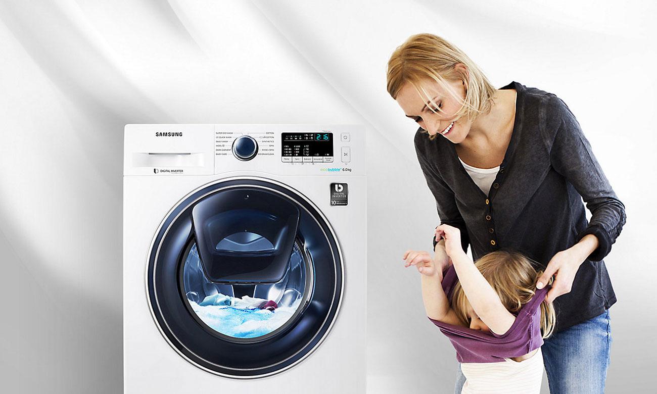 Pralka Samsung WW60K42138W z systemem AddWash  pozwala na dodawanie ubrań w trakcie prania