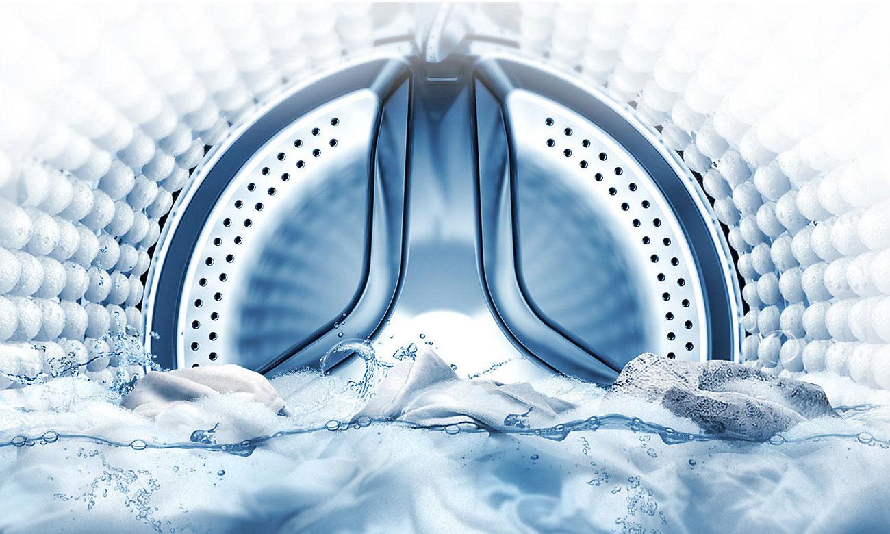 Intensywne usuwanie plam, dzięki programowi Bubble Soak w pralce Samsung WW70K5210XW
