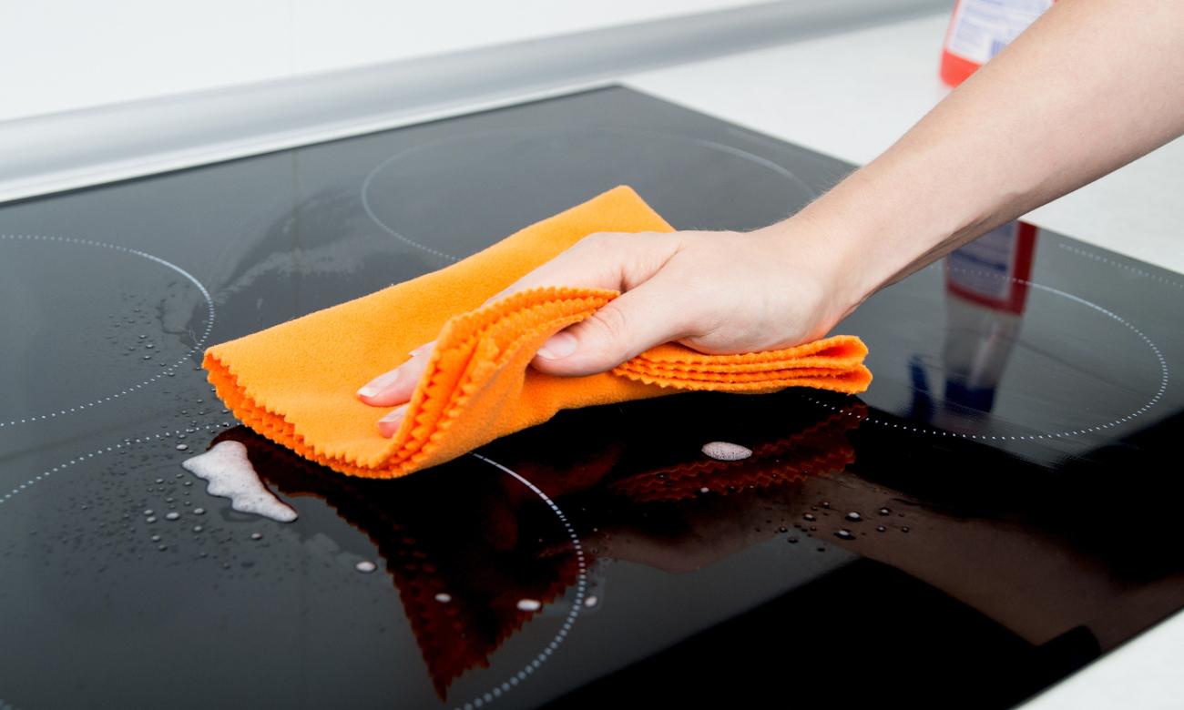 Whirlpool ACM 756 NE jest łatwe w czyszczeniu
