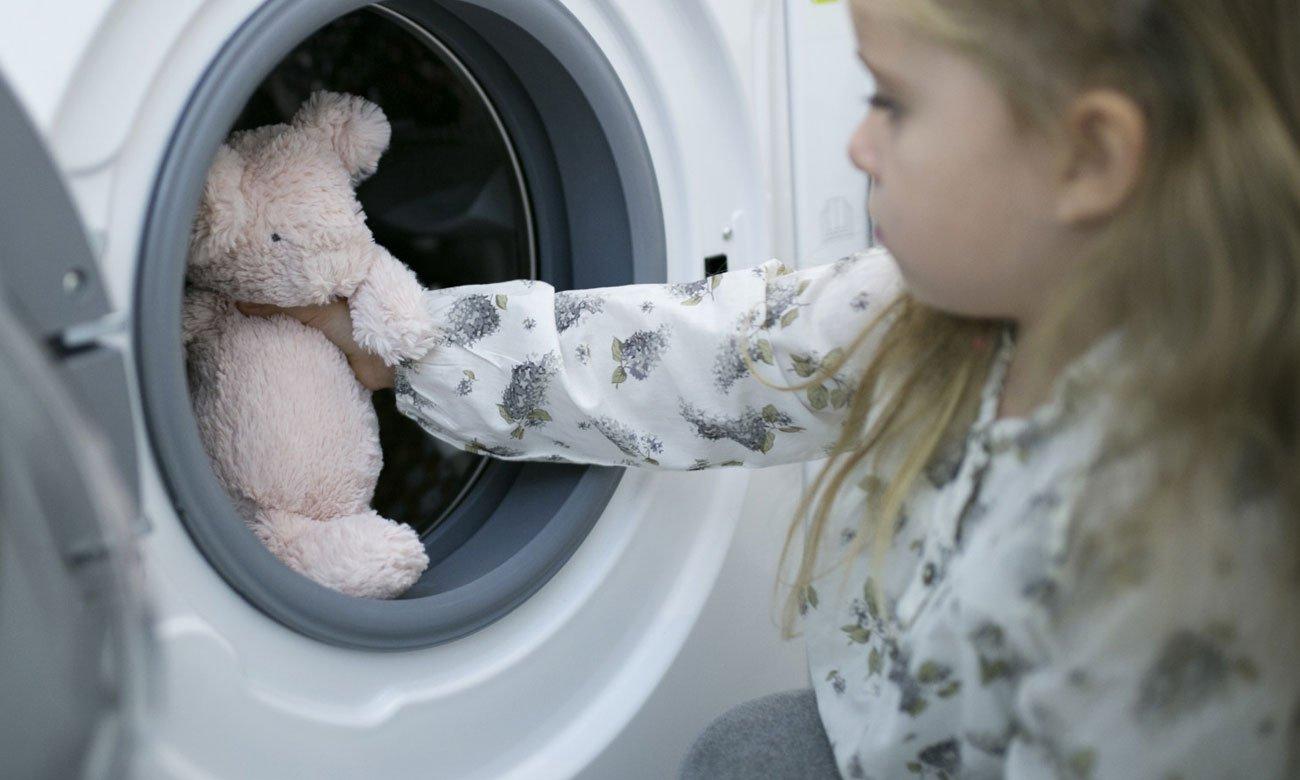 Zabezpieczenie przed dziećmi w pralce Whirlpool FWSL61052W