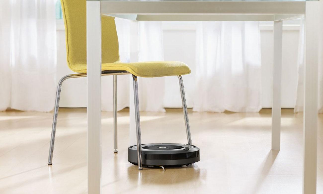 iRobot Roomba 615 sprząta przy krawędziach i w narożnikach