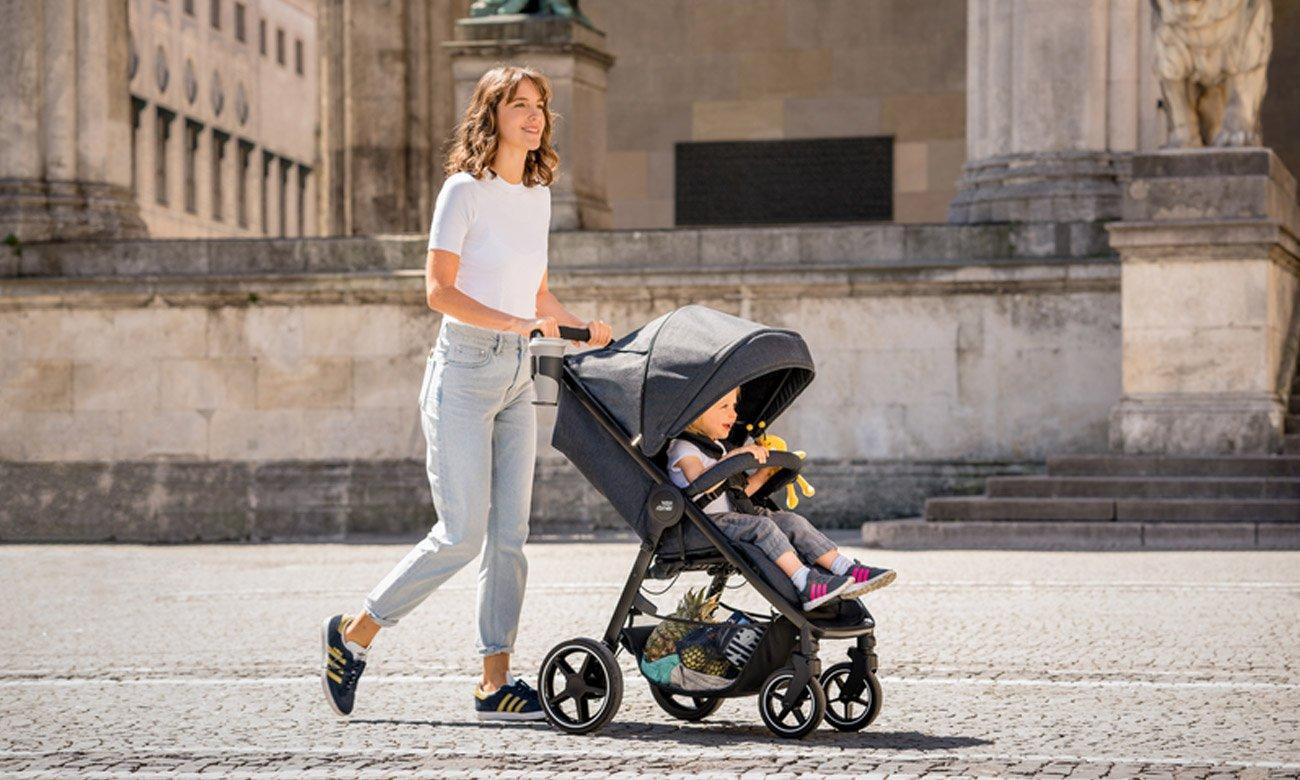 fioletowo czarny wózek spacerowy Romer
