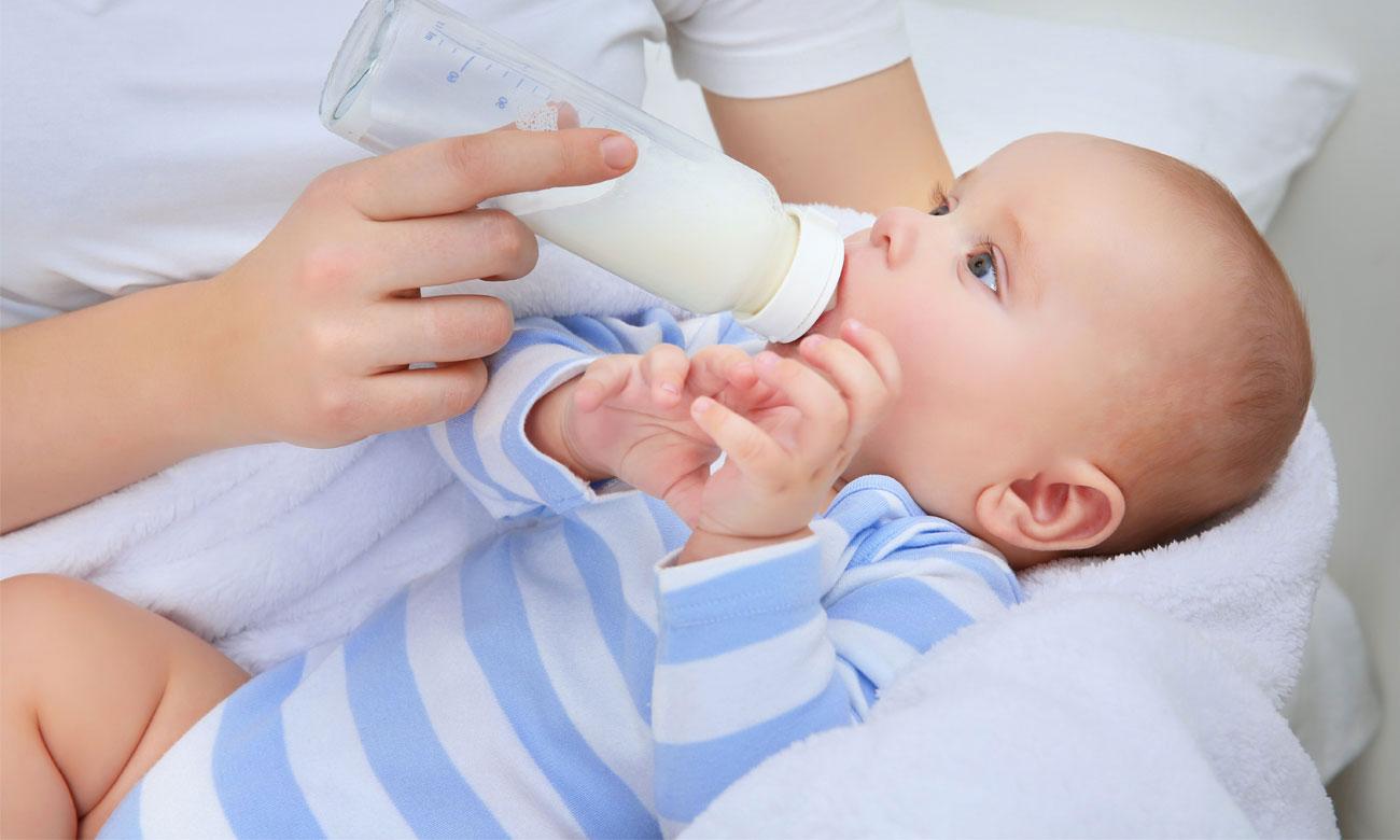 Wygodne karmienie dziecka z poduszką Ceba Baby Cebuszka Physio