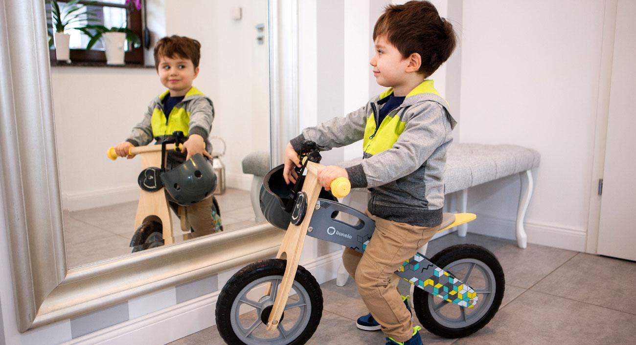 drewniany rowerek biegowy lionelo