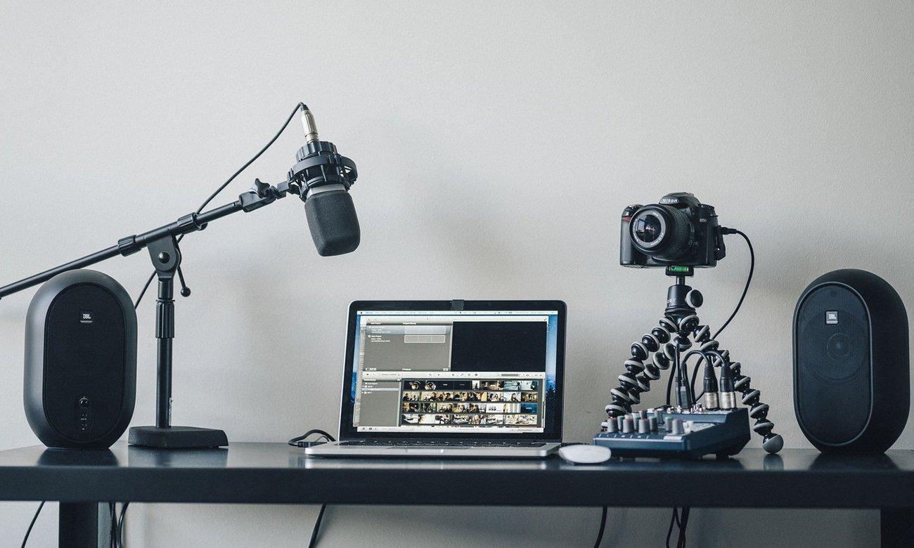 Kompaktowe głośniki JBL 104 do studia nagraniowego