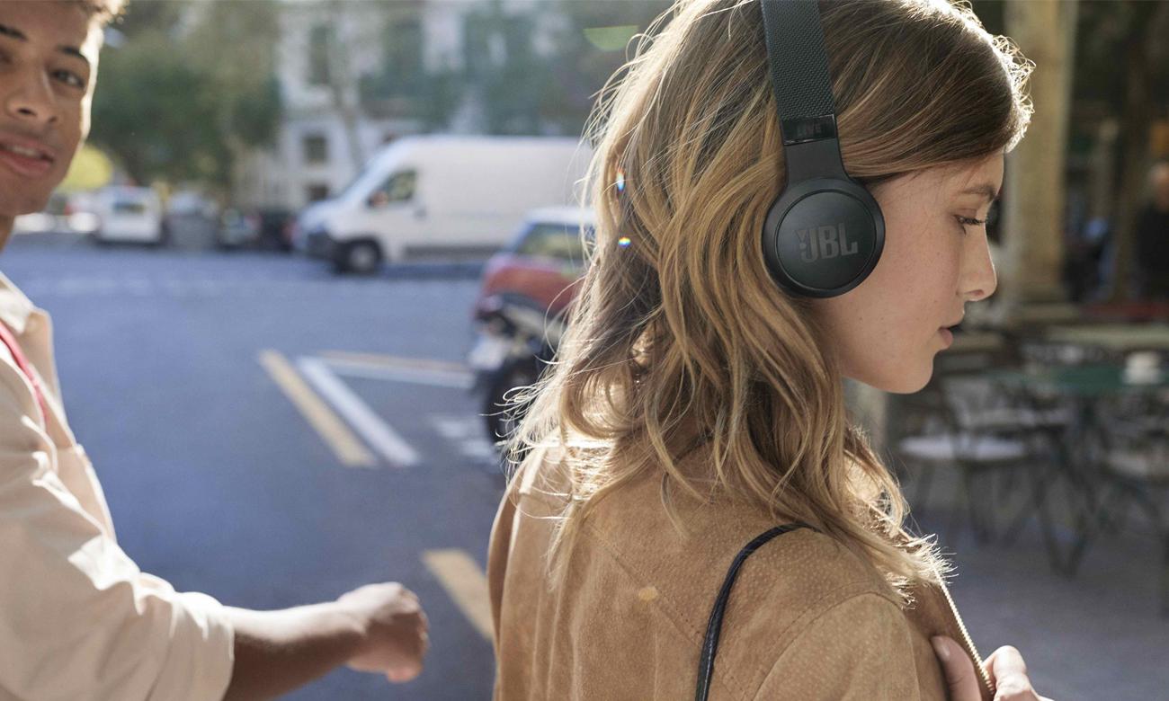 funkcjonalne słuchawki Bluetooth JBL LIVE 400BT