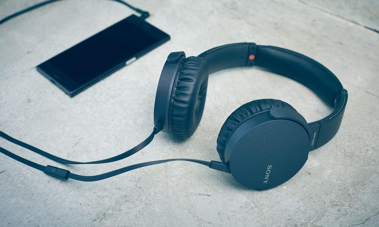 Wbudowany mikrofon w słuchawkach nausznych MDR-XB550AP