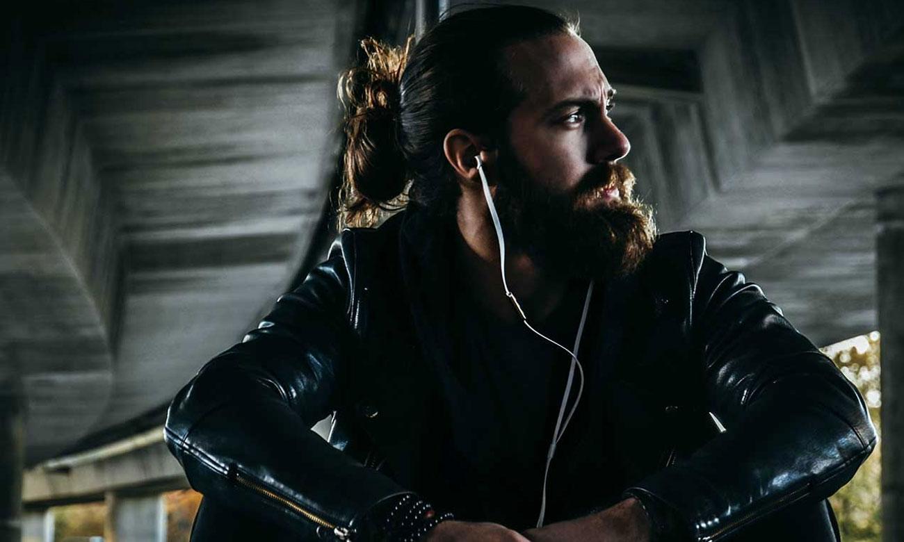 Słuchanie muzyki na słuchawkach A-Jays Four+ Android / Windows
