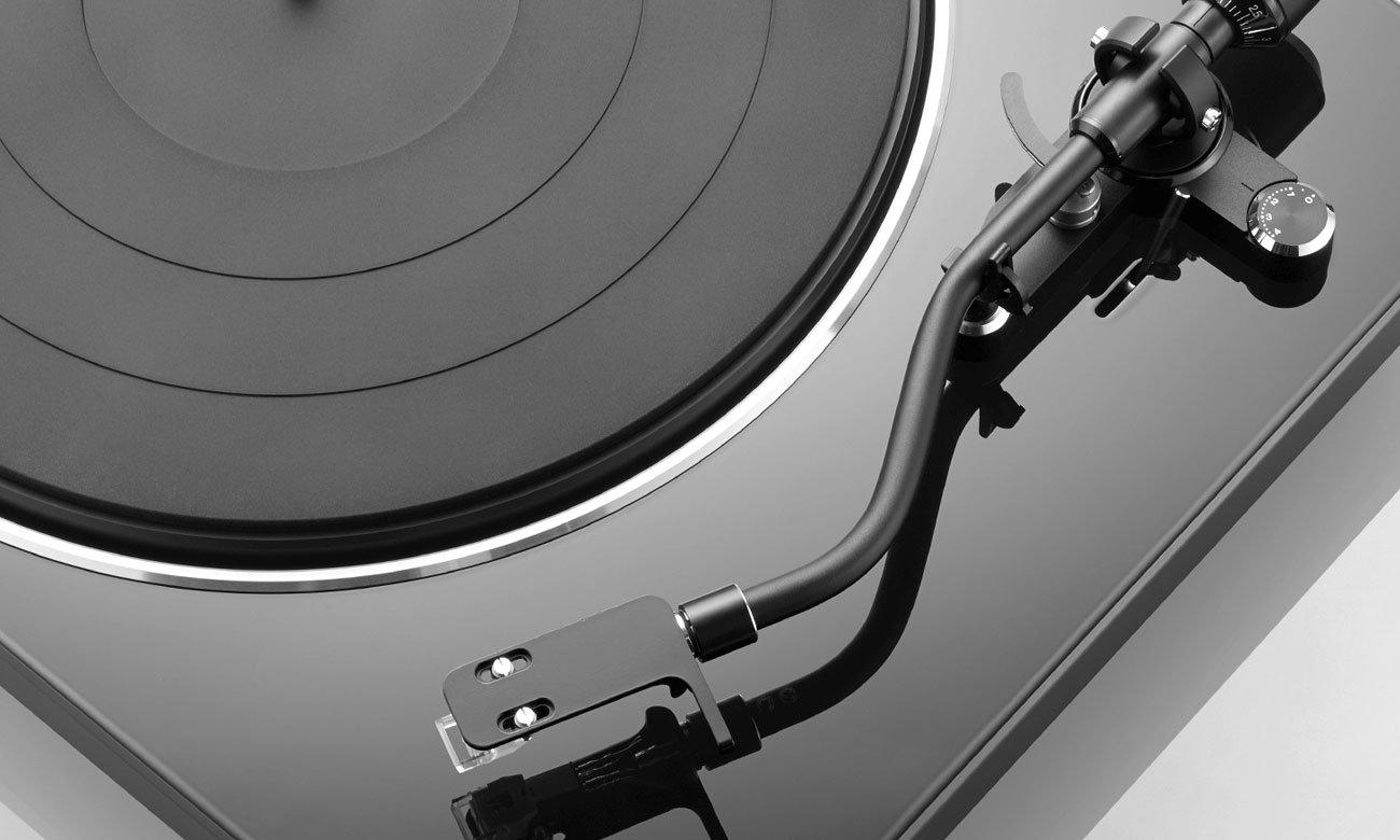 Automatyczne ramie w gramofonie Denon DP-450USB