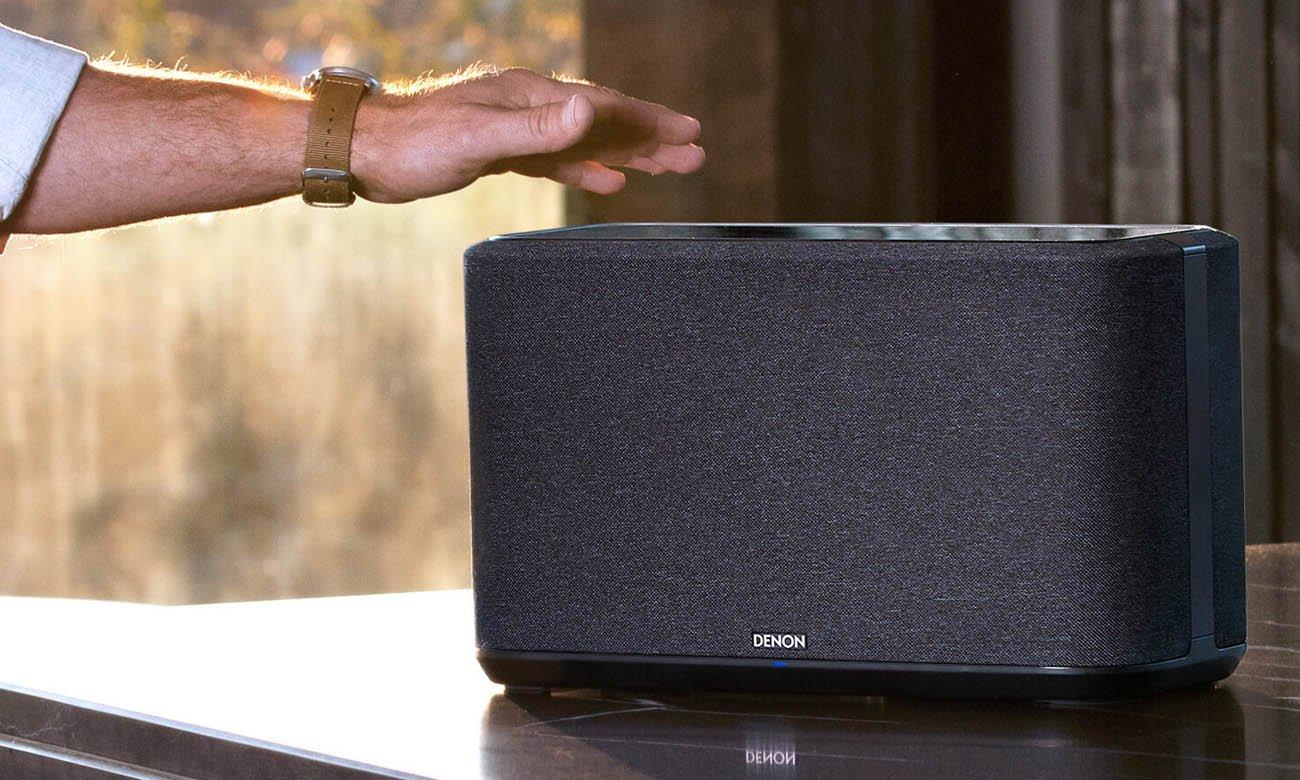 Sterowanie głosowe i dotykowe w głośniku Denon Home 350