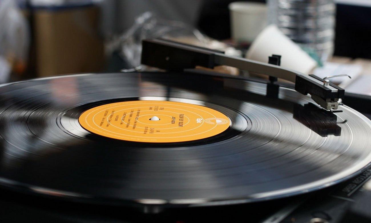 Wysokiej jakości gramofon Denon DP-200USB